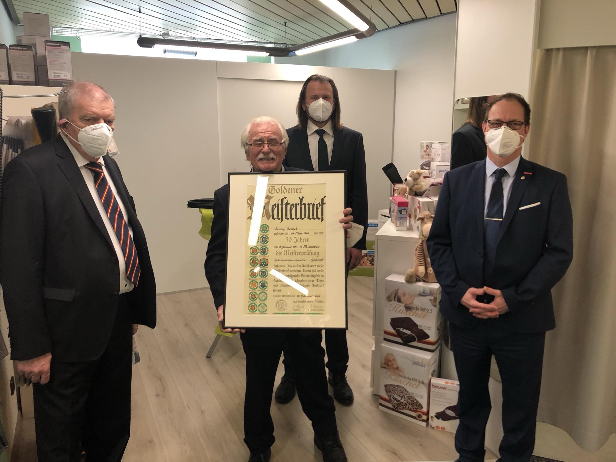 v.l.: Rainer Graf (Bundesinnungsverband für Orthopädietechnik), Georg Seidel, Renee Seidel, Thomas Hölker (1. Vorsitzender Landesarbeitsgemeinschaft für Orthopädietechnik in NRW)